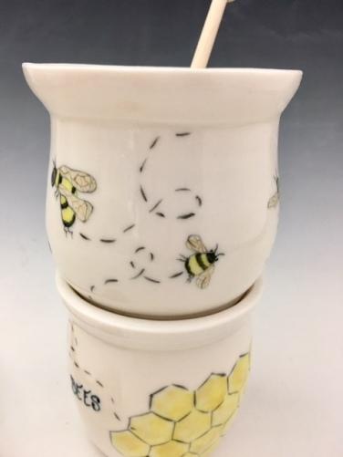 Honey Pot w/dipper sold
